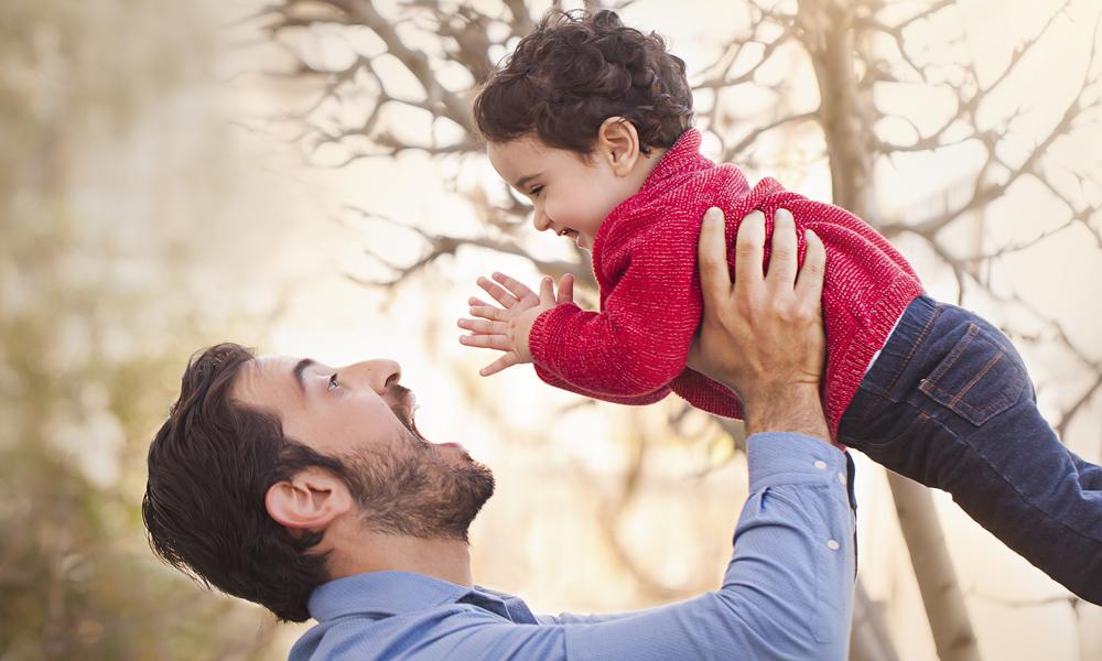 دراسة جديدة: الأطفال الرضع الذين يشبهون آبائهم يتمتعون بصحة أفضل بعد سنة واحدة