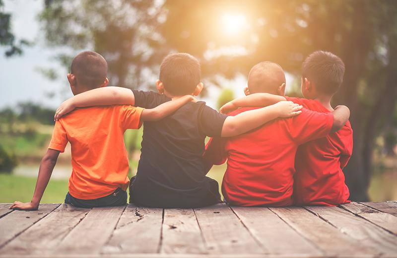 لماذا يواجه طفلي صعوبة في تكوين الصداقات؟