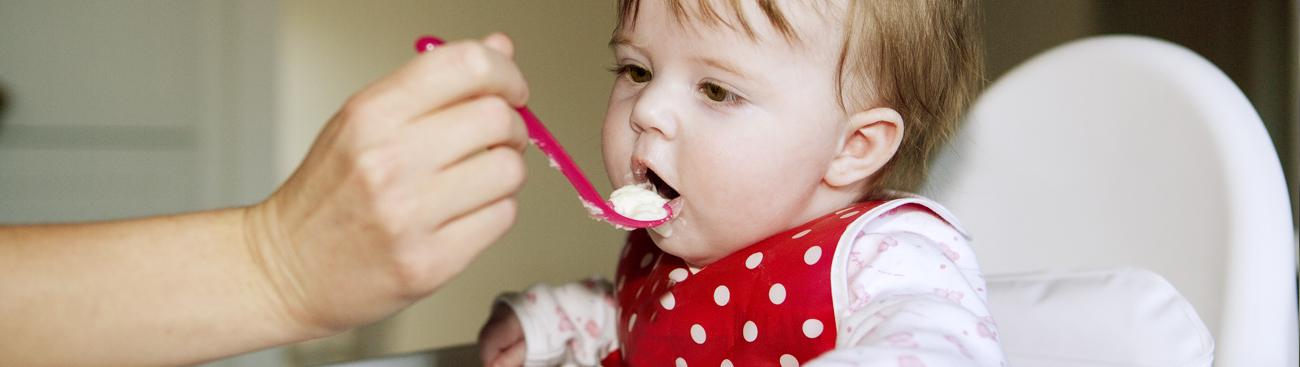 كيف تعايشت مع حالة حساسية طفلتي للطعام