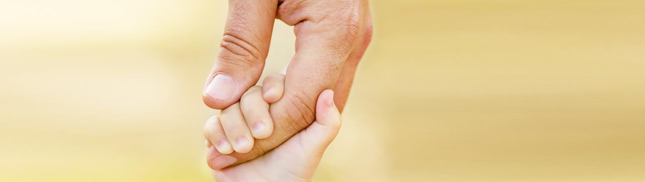 كيف تجعلين زوجك يشاركك متعة تربية الأطفال