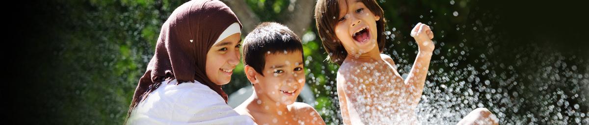 ٧ طرق عملية لمساعدة طفلك على تكوين صداقات