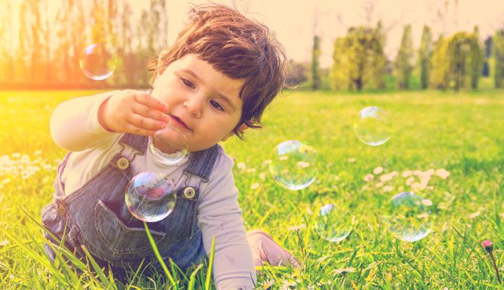 أفكار للعب لطفلك في السنة الأولى
