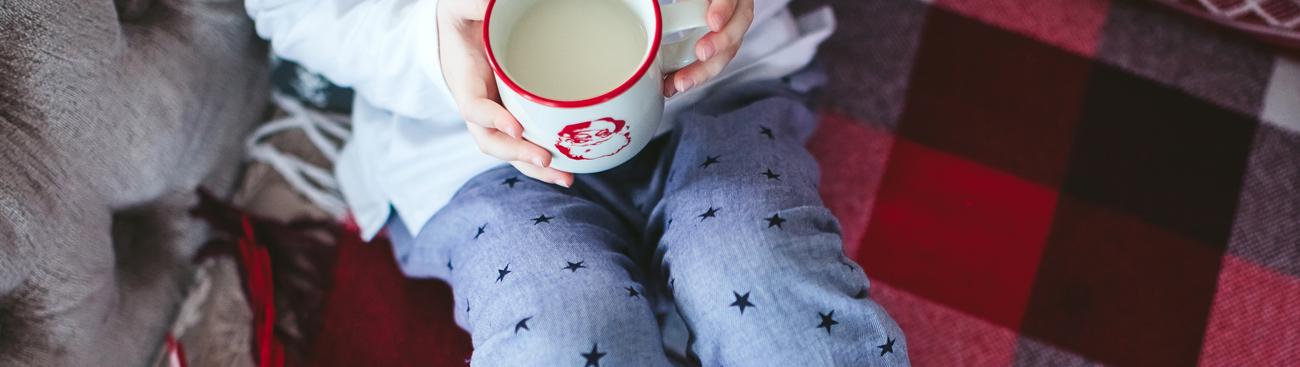 ١٠ أطعمة تساعد طفلك على انتظام النوم