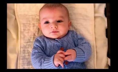 Embedded thumbnail for فيديو: تغيير الحفاضات للأطفال الرضع خطوة بخطوة