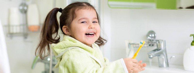 طرق العناية الصحيحة بصحة الفم والأسنان للطفل