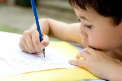 6 خطوات لتعليم طفلك مهارة الكتابة بشكل صحيح