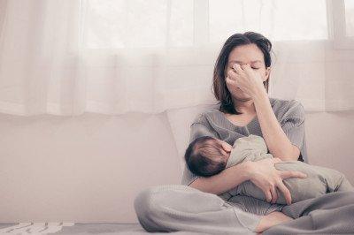 لماذا تتعب بعض الأمهات مع أطفالهن أكثر من غيرهن؟