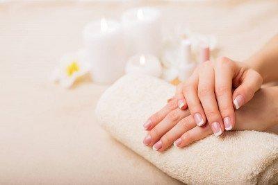 10 نصائح لأظافر صحية لامعة