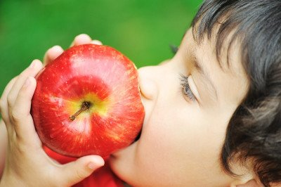 9 أطعمة تسبب الإمساك عند الأطفال الصغار