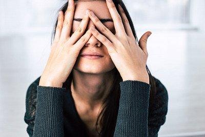 آثار التوتر السلبية على الشعر والبشرة وعلاجها