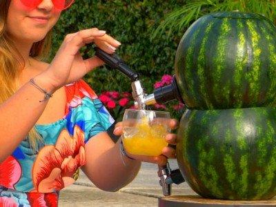 مشروبات صيفية وطرق تقديمها عند المسبح