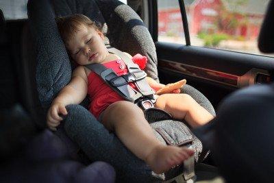متلازمة الطفل المنسي في السيارة أو غيرها: ما هي وما حلها؟