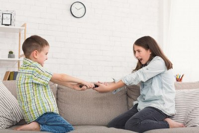 7 طرق لتنظيم وقت الشاشة في المنزل بين الأطفال