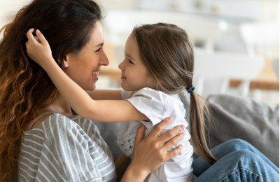 مالذي تُغيّره الأمومة في الأمهات؟