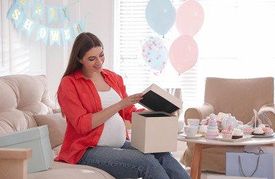 10 أفكار هدايا للأم الجديدة