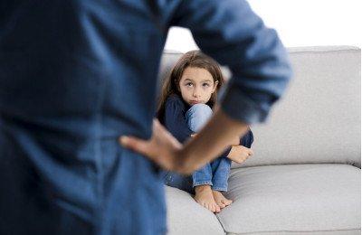 لماذا من المهم أن تعرفي كيف تكون ردة فعلك تجاه خطأ طفلك؟