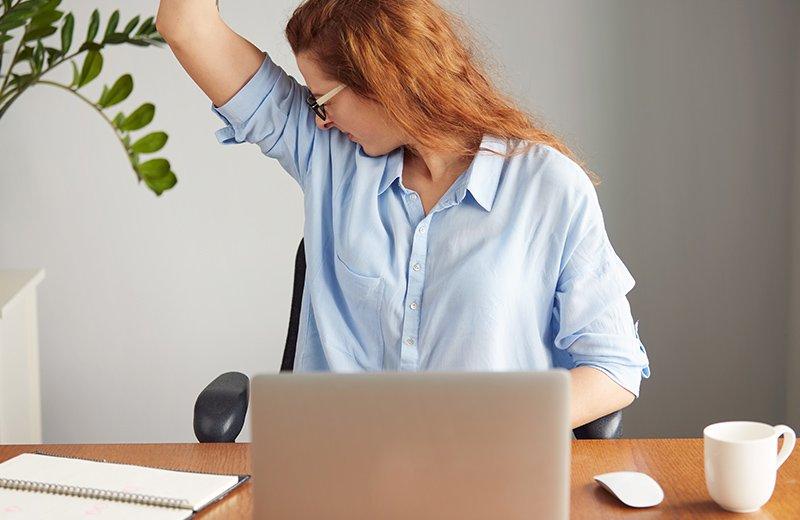 الأسباب التي تؤدي لرائحة الجسم الكريهة وكيفية التخلص منها
