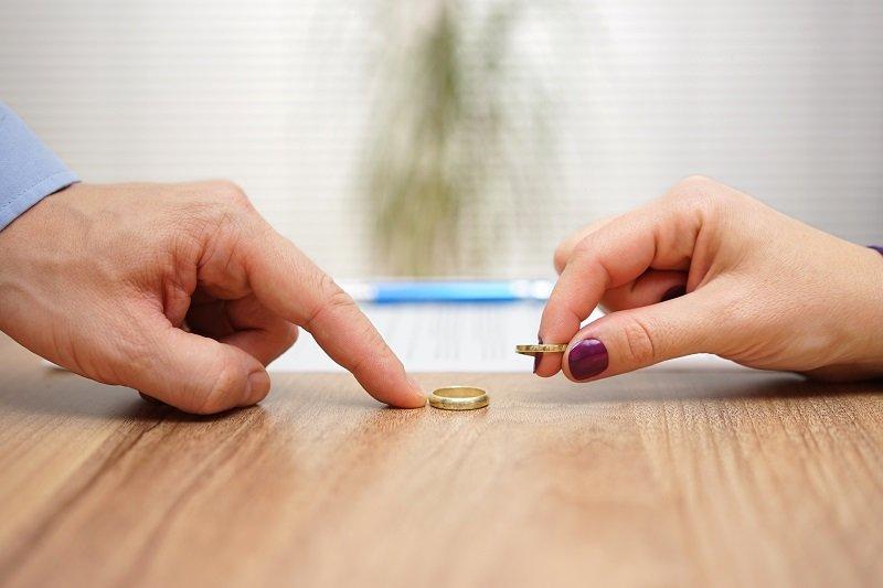 ظاهرة العش الفارغ والطلاق بين الزوجين