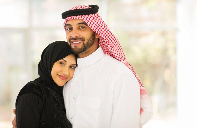 فوائد الحضن والعناق الطويل بين الزوجين