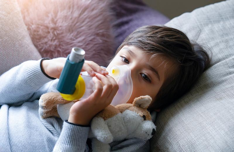 8 طرق ساعدتني في التعايش مع حساسية الصدر لدى طفلي
