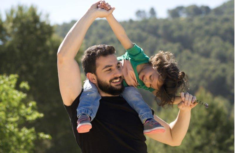 كيف تقوين علاقة طفلك بوالده؟