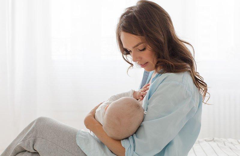 فوائد الرضاعة الطبيعية: أمر ملموس تلاحظه الأم أم لا؟