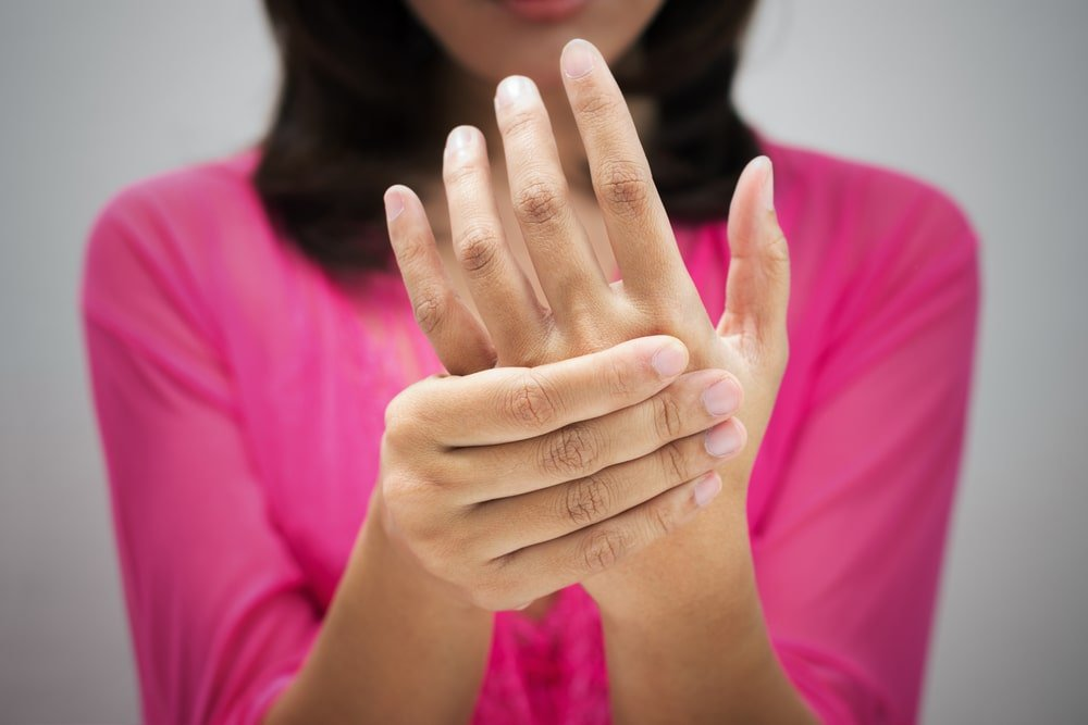 ماذا يعني تنميل اليدين أثناء الحمل؟