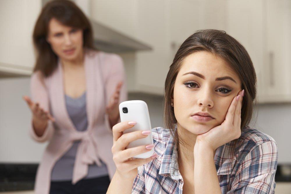 10 عبارات عليكم تجنب قولها لطفلكم المراهق