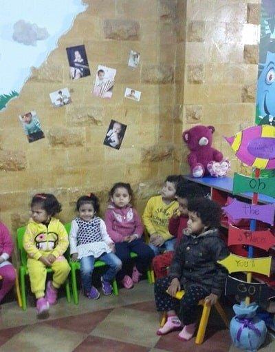 أطفال مجتمعين في الحضانة