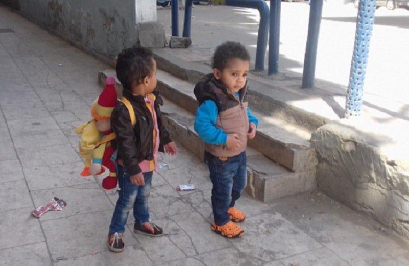 أطفال ذاهبون إلى الحضانة