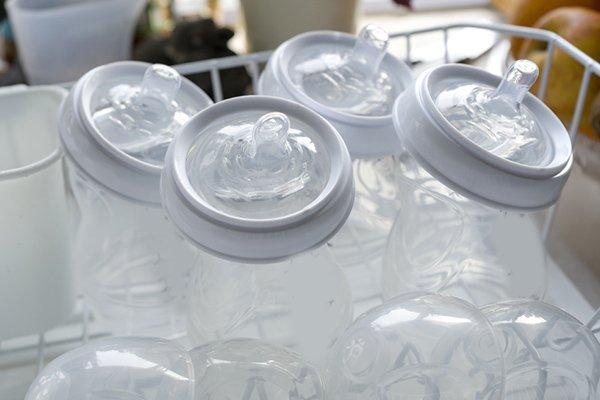 صورة لرضاعات الحليب عند المجلى