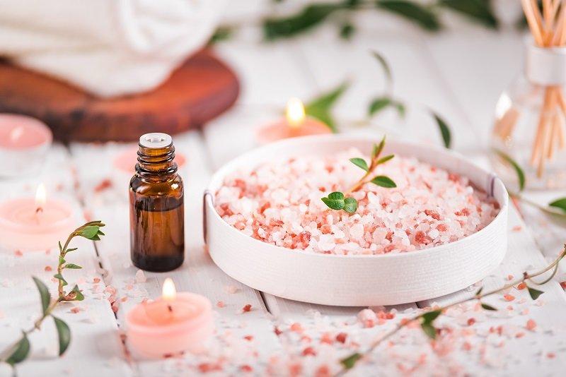5 طرق لاستخدام ملح الهيمالايا الوردي للبشرة والشعر