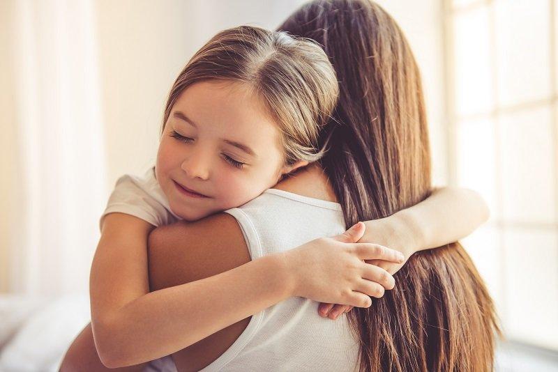 8 طرق لتعليم أطفالك الحب