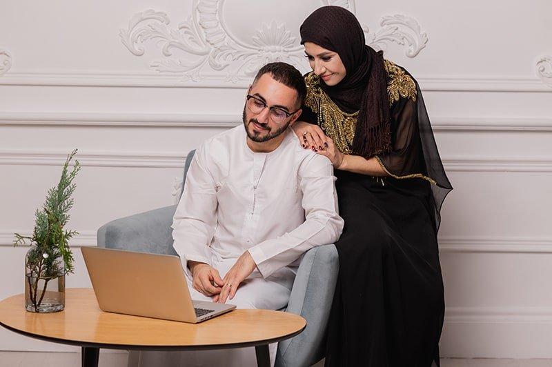أين القصص الإيجابية عن الزواج؟