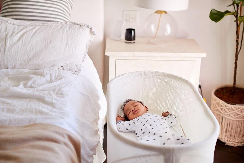 إرشادات انتقال الطفل للنوم إلى سريره وغرفته الخاصة