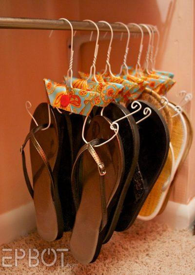ترتيب الأحذية باستخدام العلاقات
