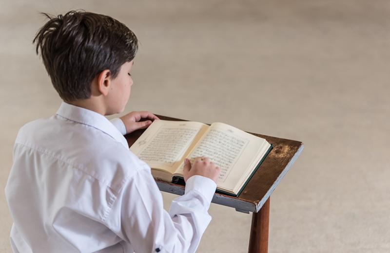 8 نصائح لتساعدي طفلك في حفظ السور القرآنية