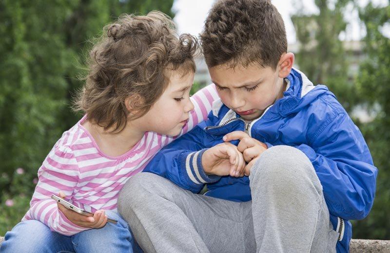 من كتاب المخ ذكر أم أنثى: كيف يتشكل التعاطف لدى الأطفال؟