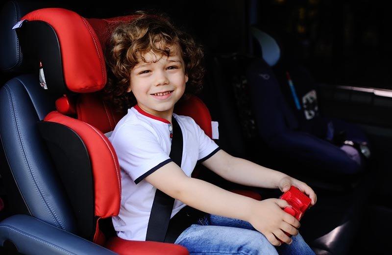 11 نصيحة لخروج هادئ مع طفلكِ في السيارة