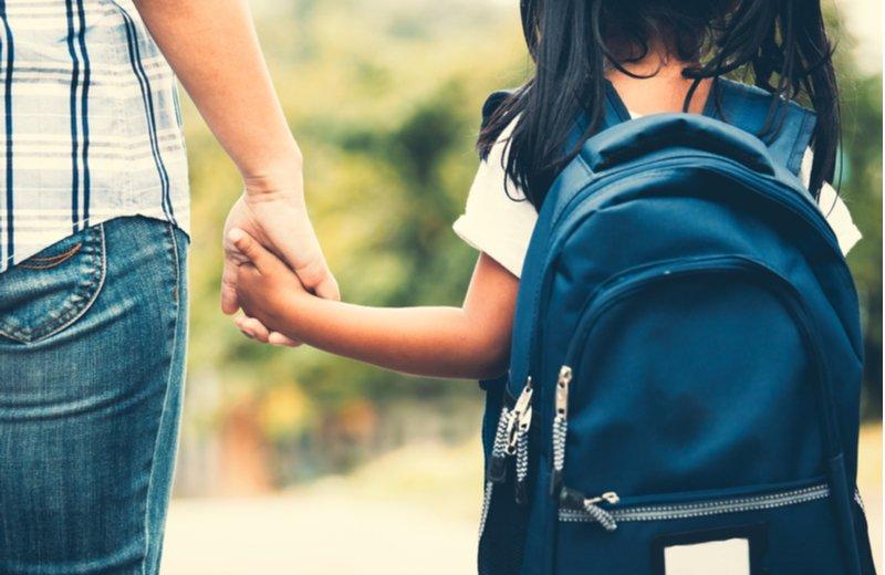 كيف نحقق التوازن بين البيت والمدرسة في حياة الطفل