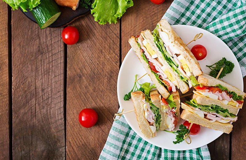 5 طرق لتحضير سندويشات للغداء مثل المطاعم